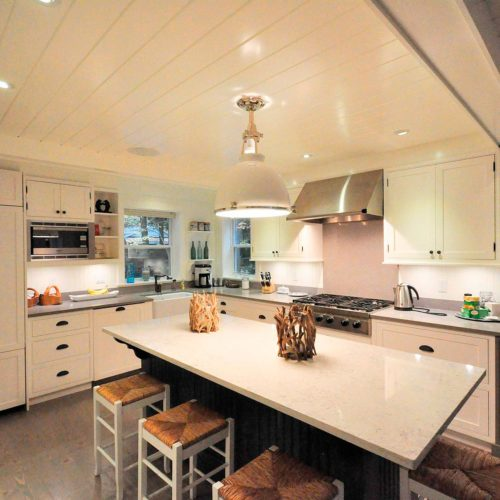 Muskoka-Cottage-kitchen