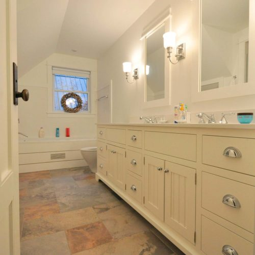 Muskoka-Cottage-Bathroom
